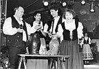 Gesangsgruppe mit Szene aus ''Brautstein zu Eisenach'' 1992