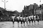 Kinder auf dem Marktplatz, dort, wo jetzt das neue Rathaus steht (1976)