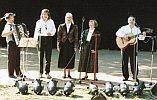Rudi König mit Gesangsgruppe 1996 zum Tanzfest