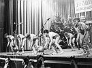 Dieser Tanz hieß ''Beatgymnastik'', weil man Aerobic in der DDR nicht kannte....