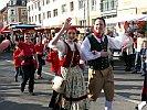 Ein Tanzpaar in Eisenacher Tracht
